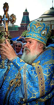 Patriarch Alexiy II delivering a blessing on Red Square
